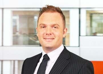 Lee Causer , Partner